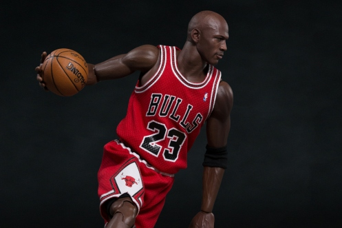 michael-jordan-1-6-scale-23-away-figurine-by-enterbay-1