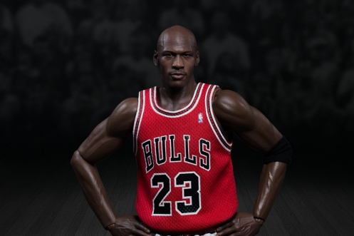 michael-jordan-1-6-scale-23-away-figurine-by-enterbay-2
